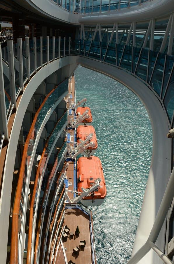 Взгляд от океанского лайнера смотря вниз стоковое изображение rf