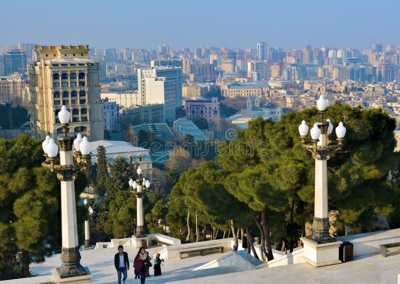Взгляд от парка горы на Баку стоковое изображение