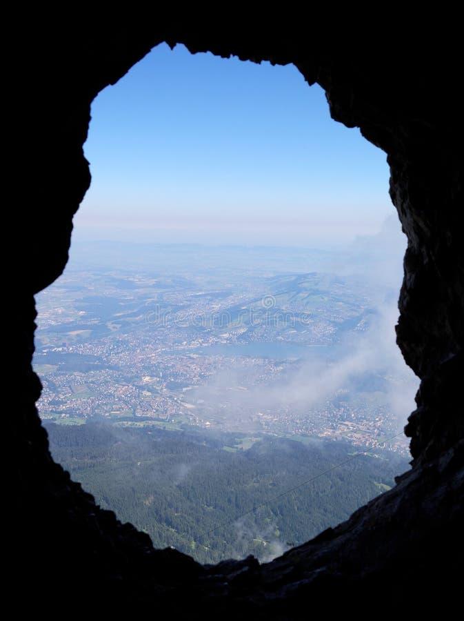 Взгляд от пещеры на держателе Pilatus к городу Люцерна, Швейцарии стоковая фотография rf
