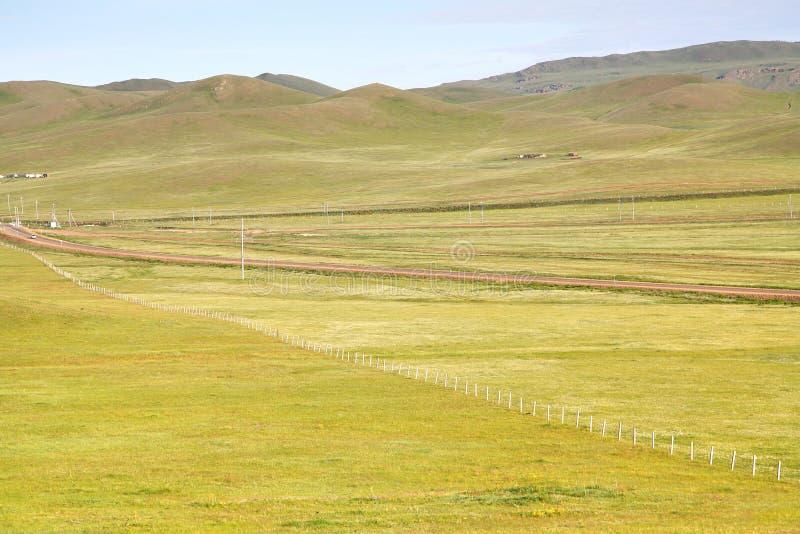 Взгляд от поезда Транс-сибиряка на Ulaanbaatar, Монголии стоковое фото
