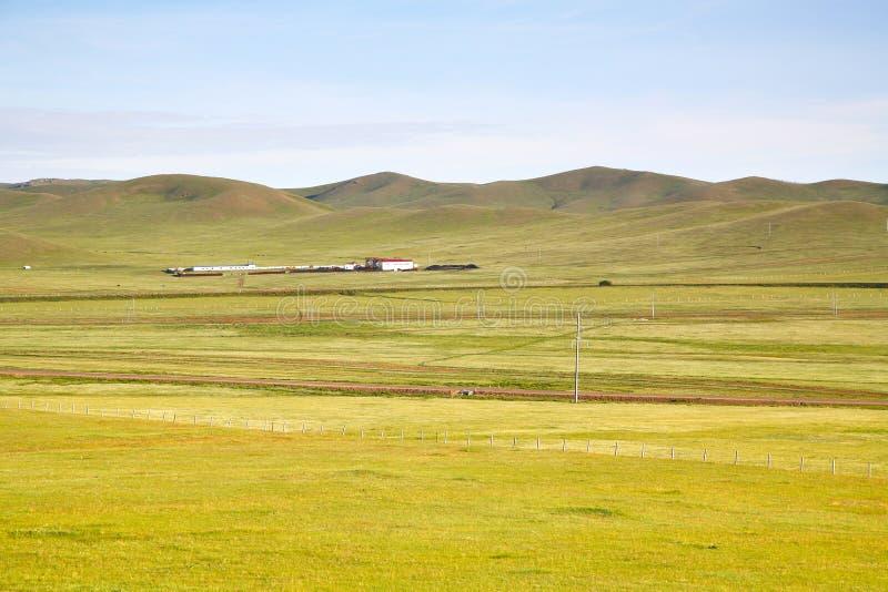 Взгляд от поезда Транс-сибиряка на Ulaanbaatar, Монголии стоковая фотография rf