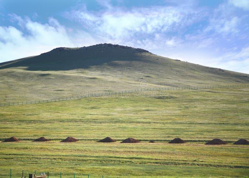Взгляд от поезда Транс-сибиряка на Ulaanbaatar, Монголии стоковое изображение rf