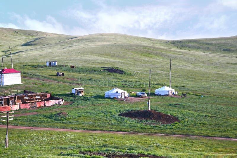 Взгляд от поезда Транс-сибиряка на Ulaanbaatar, Монголии стоковые изображения rf