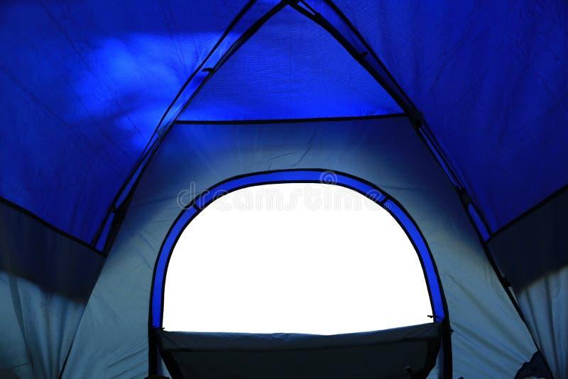 Взгляд от располагаясь лагерем шатра стоковые фото