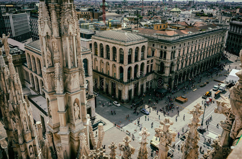 Взгляд от собора милана (Duomo) милан стоковая фотография rf