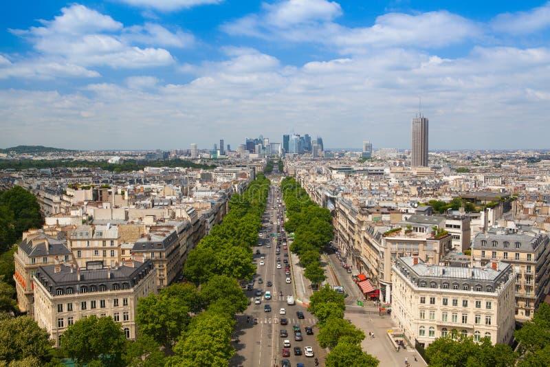 Взгляд от Триумфальной Арки в Париже стоковое изображение