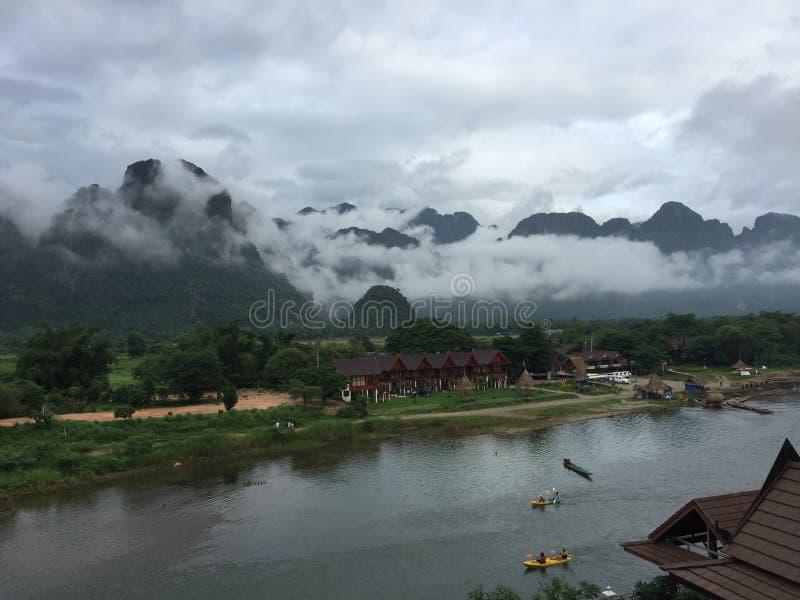 Взгляд от холма, Vangvieng утра горы, Лаос стоковое фото rf