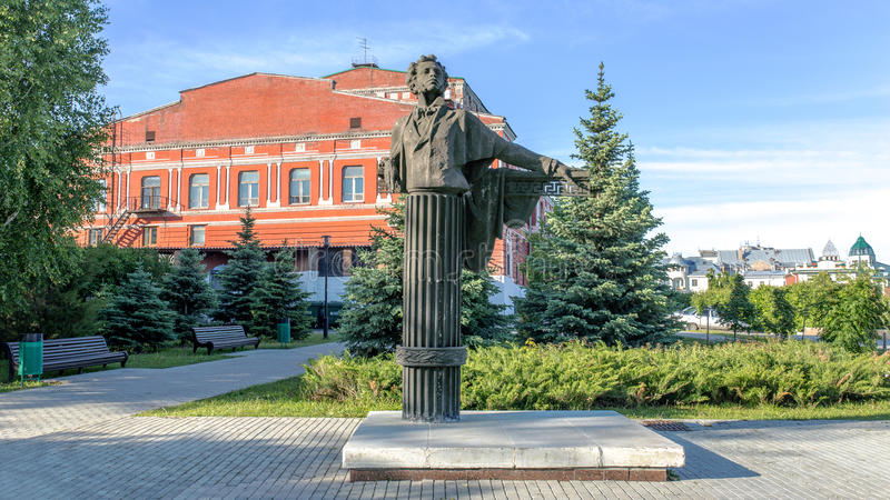 Взгляд памятника к a S Pushkin ясный солнечный день САМАРА, РОССИЯ стоковое изображение