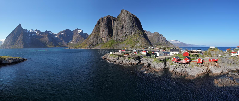 Взгляд панорамы деревни Reine, Норвегии стоковая фотография rf