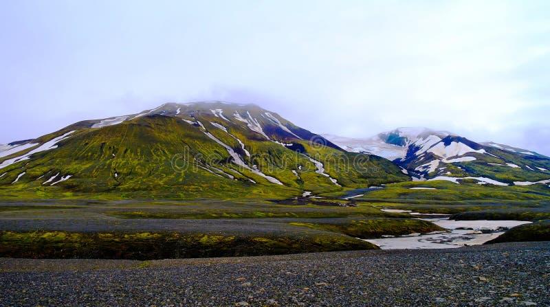 Взгляд панорамы к вулкану Hofsjokull и леднику, Sprengisandur, Исландии стоковая фотография rf