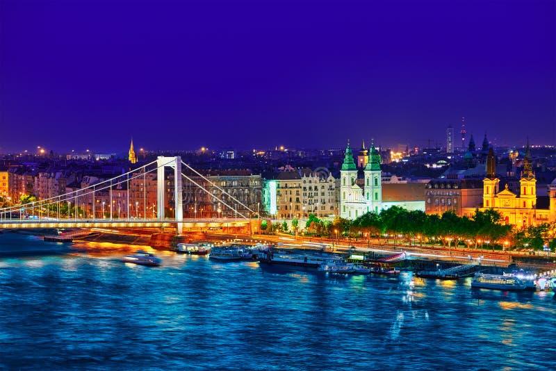 Взгляд панорамы на мосте Elisabeth и Будапеште, соединяться моста стоковое изображение rf