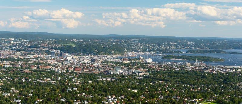 Взгляд панорамы Осло от Holmenkollen широко стоковые изображения