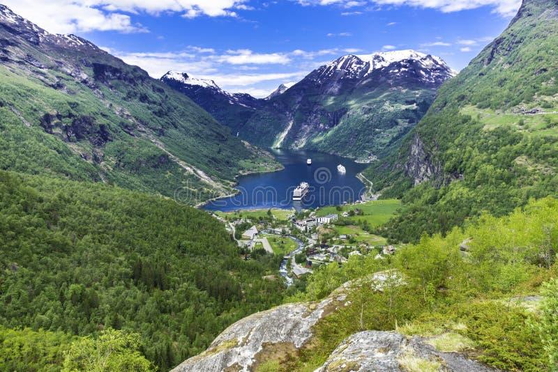Взгляд панорамы Geiranger стоковая фотография rf