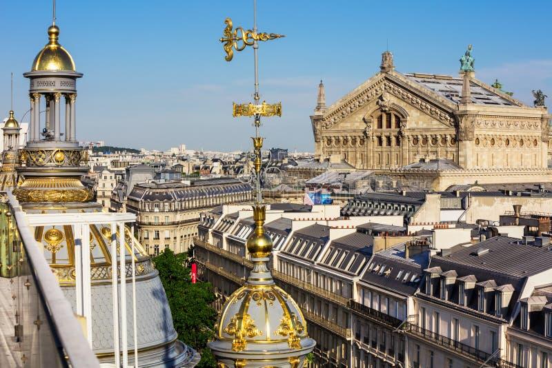 Взгляд Парижа от крыши универмага Printemps стоковое фото rf