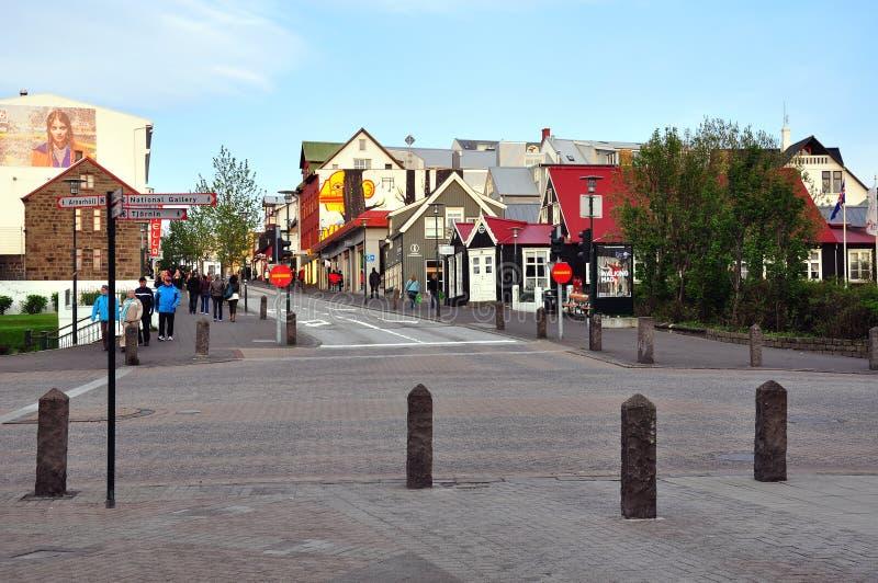 Взгляд пешеходной улицы города Reykjavik стоковое изображение rf