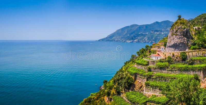 Взгляд побережья Амальфи, кампания открытки, Италия стоковые фотографии rf