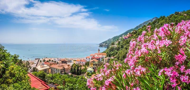 Взгляд побережья Амальфи, кампания открытки, Италия стоковые изображения rf