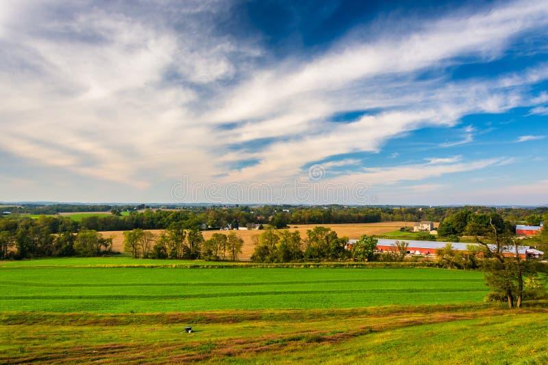 Взгляд полей фермы в сельском Lancaster County, Пенсильвании стоковые изображения