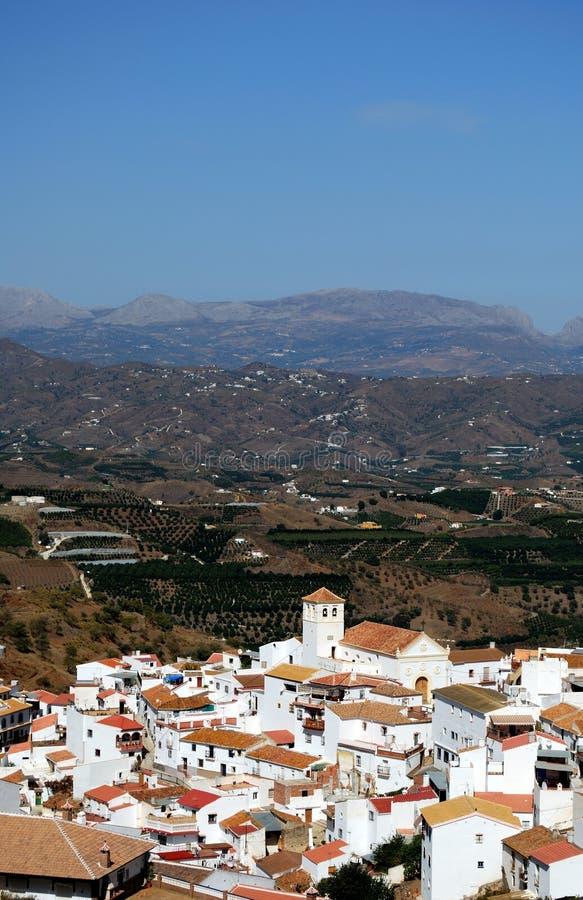 Белое село, Iznate, Андалусия, Испания. стоковые изображения