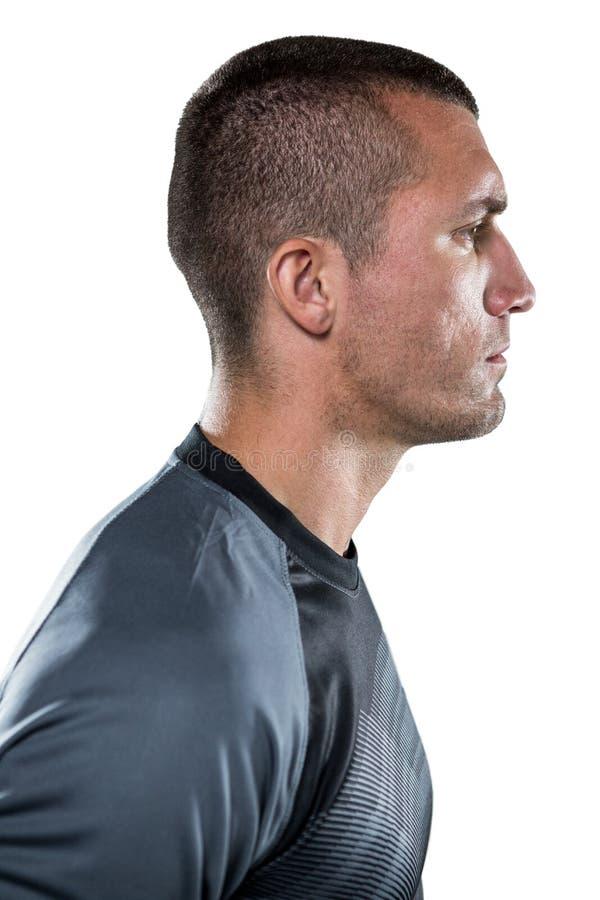 Взгляд профиля серьезного игрока рэгби стоковые фото