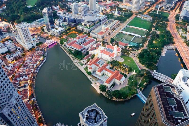 взгляд Птиц-глаза дальше к центру города в Сингапуре стоковые фото