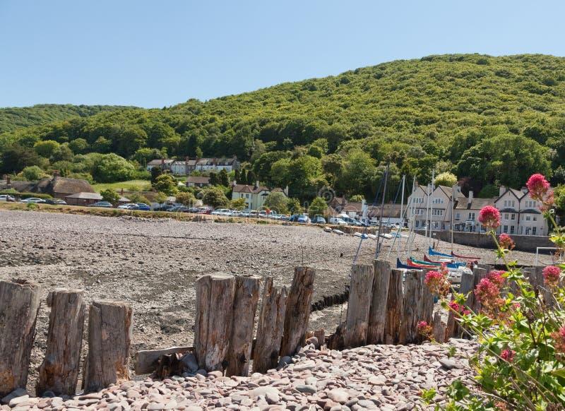 Взгляд плотины и гавани Porlock в Девоне Великобритании стоковые фотографии rf