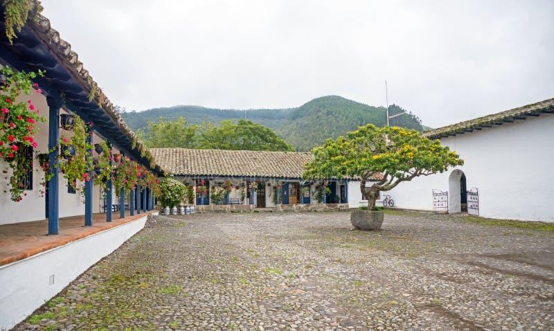 Взгляд площади старого крупного поместья центральной стоковая фотография