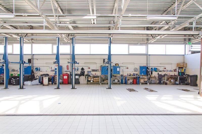 Взгляд ремонтной мастерской автомобиля стоковая фотография