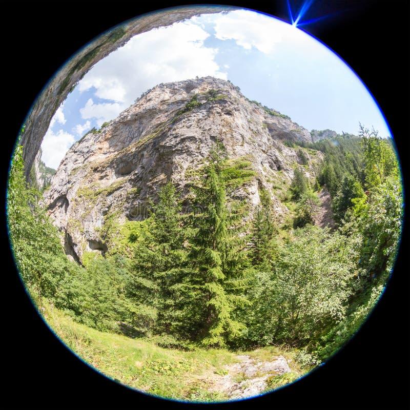 взгляд Рыб-глаза горы в горах Rhodope, Болгарии стоковое изображение