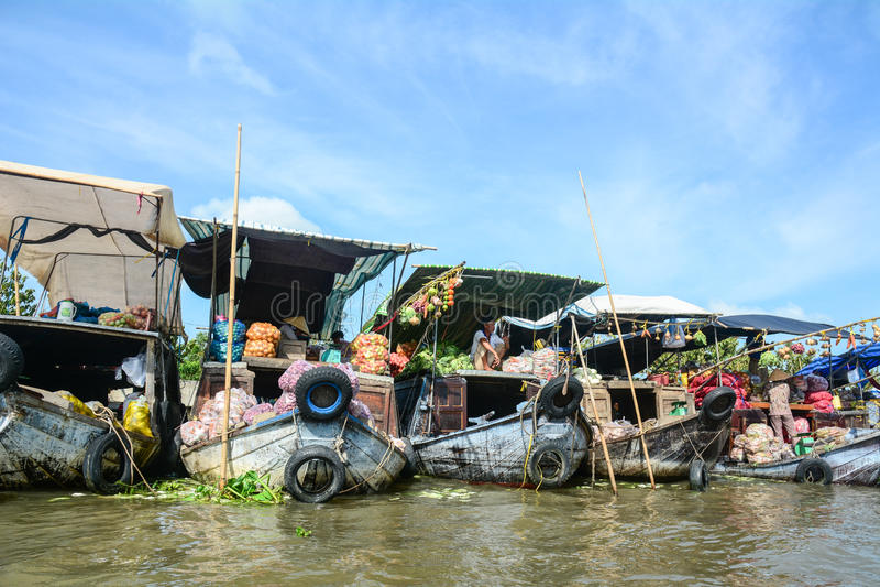 Взгляд рынка Cai Rang плавая в Can Tho, Вьетнаме стоковая фотография rf