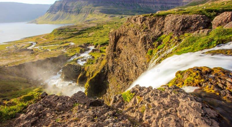 Взгляд сверху водопада Dynjandifoss Dynjandi, драгоценностей Westfjords, Исландии Самый большой водопад в Westfjords стоковое изображение rf