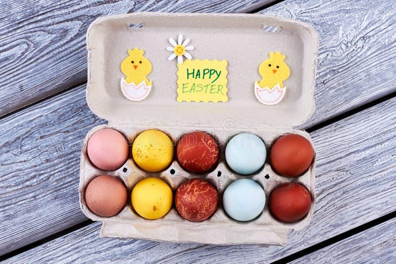Взгляд сверху пасхальных яя стоковые изображения