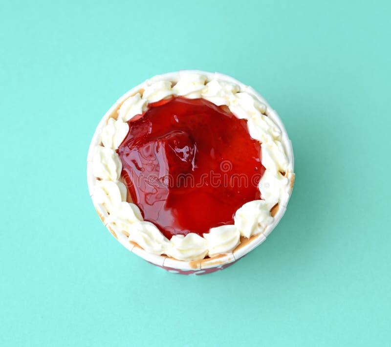 Взгляд сверху пирожня клубники стоковые изображения rf