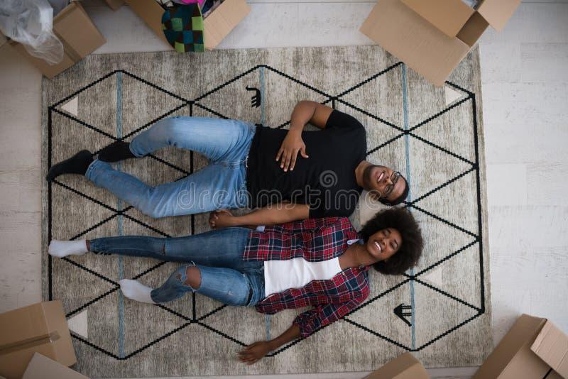 Взгляд сверху привлекательных молодых Афро-американских пар стоковая фотография rf