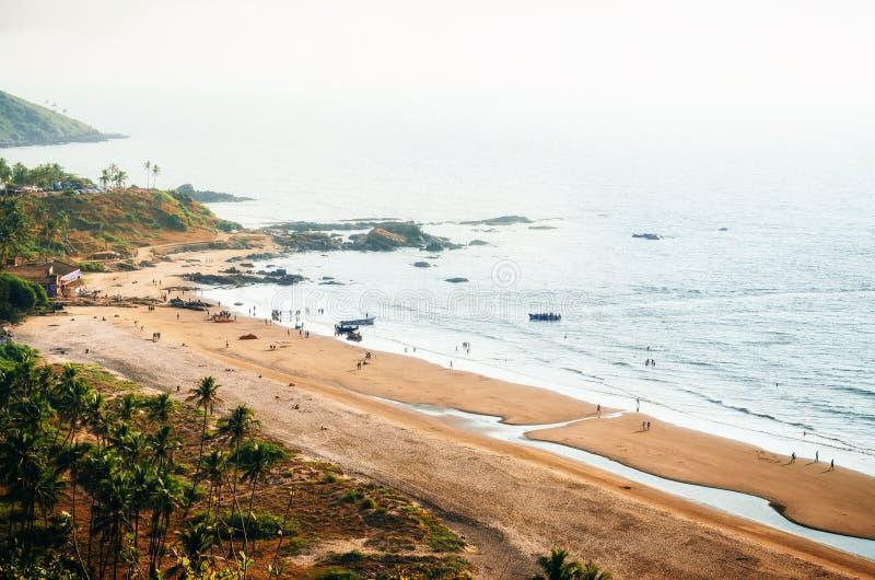 Взгляд сверху пляжа Vagator от форта Chapora, Goa, Индии стоковое фото