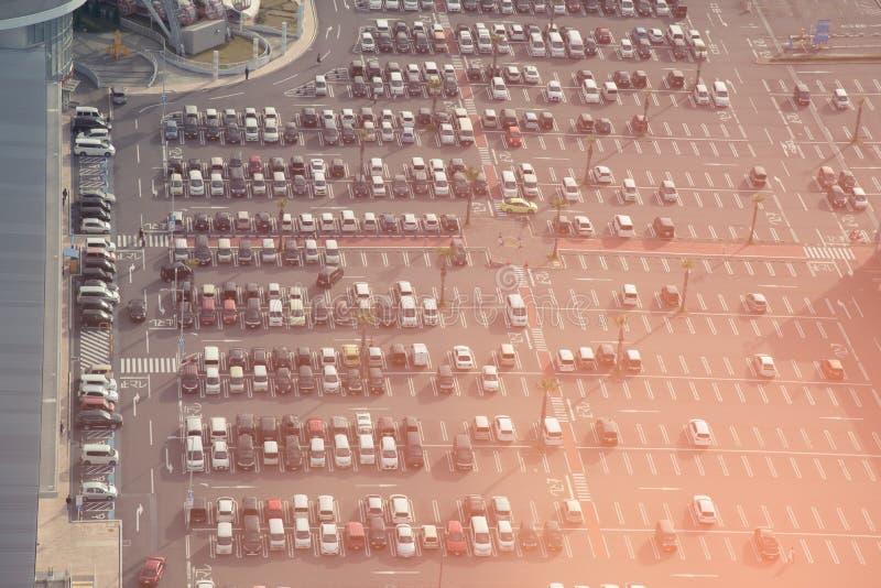 Взгляд сверху японских серий открытой автостоянки в утре стоковые фото