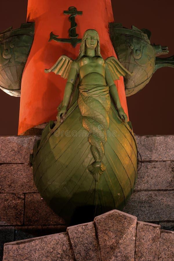 Взгляд собора Андрюа апостола Южный rostral столбец Трибуны более низкого яруса линия цветов съемка ночи стоковые изображения rf