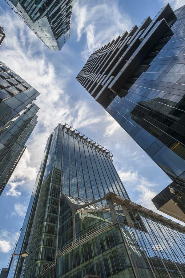 Download Взгляд современных небоскребов в городе Лондона Редакционное Фотография - изображение насчитывающей backhander, зодчества: 41661257
