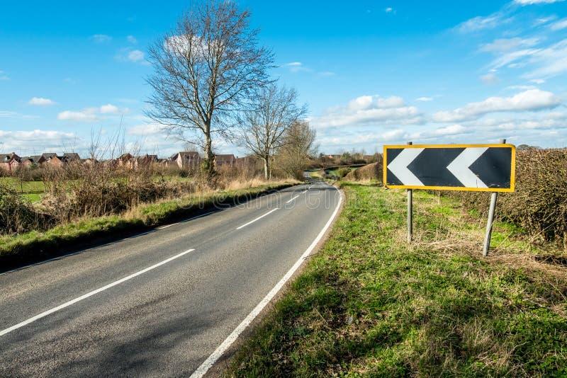 Взгляд солнечного дня пустой проселочной дороги Великобритании стоковые изображения rf