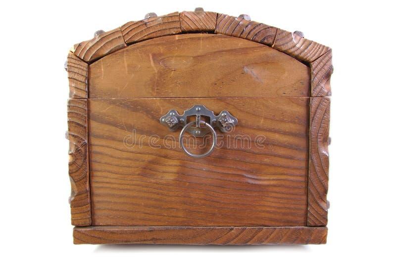Взгляд со стороны античного деревянного footlocker на белизне стоковое изображение rf