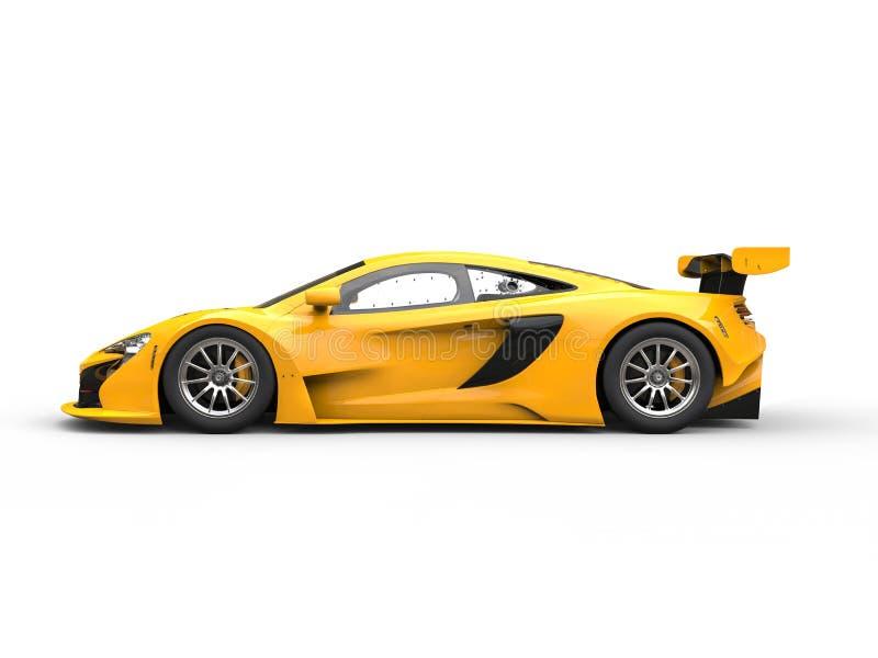 Взгляд со стороны желтой сияющей современной гонки автомобильный иллюстрация штока