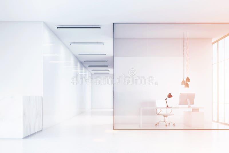 Взгляд со стороны залы офиса с мраморным счетчиком приема и офиса с белой мебелью и стеклянными стенами иллюстрация вектора