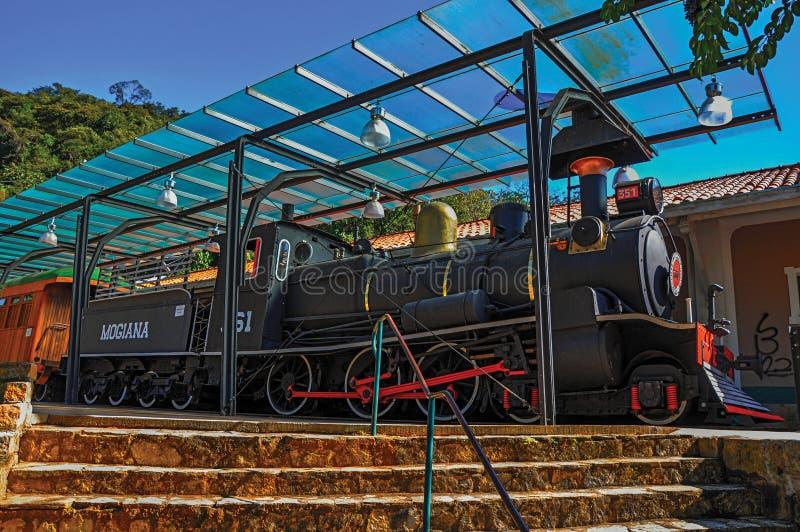Взгляд старого локомотива в неработающем вокзале на Monte Alegre делает Sul стоковая фотография