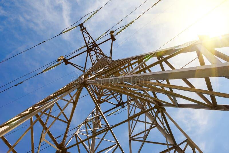 Download Взгляд структуры под башней передачи энергии Стоковое Изображение - изображение насчитывающей непроводник, опасность: 40582053