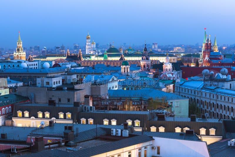 Взгляд сумрака над центром Москвы, России стоковые фото