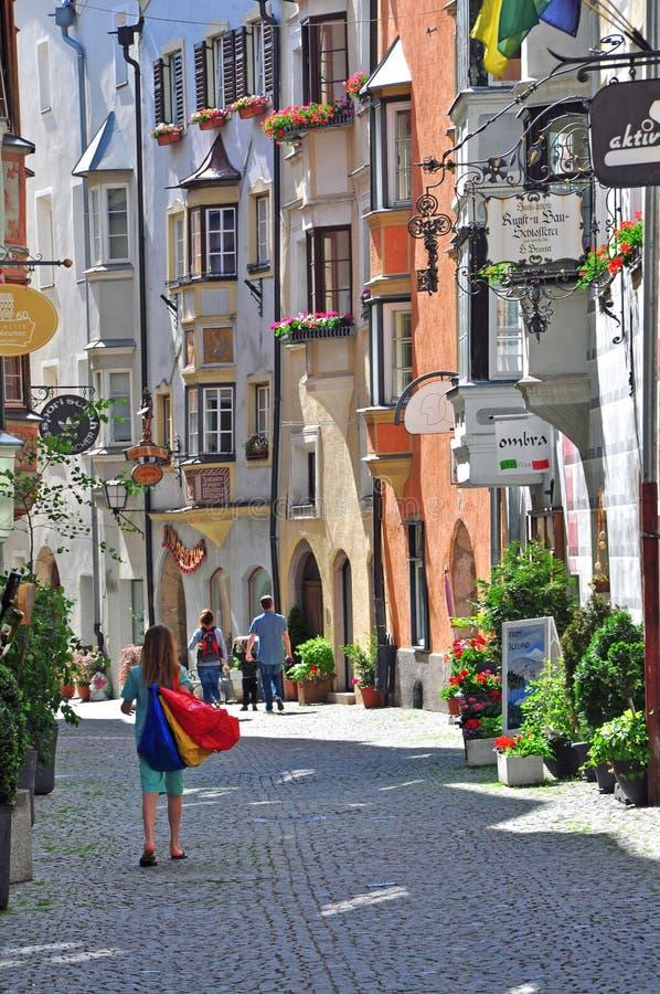 Download Взгляд торговой улицы в австрийском городе Редакционное Изображение - изображение насчитывающей фронт, улица: 41657000