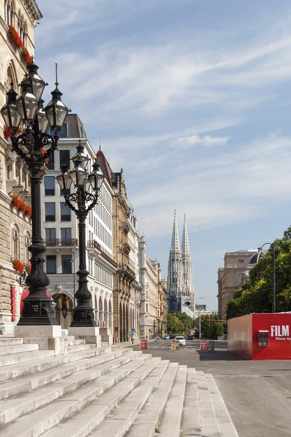 Взгляд улицы вены с здание муниципалитетом возвышается в крайне правой стороне стоковое фото rf