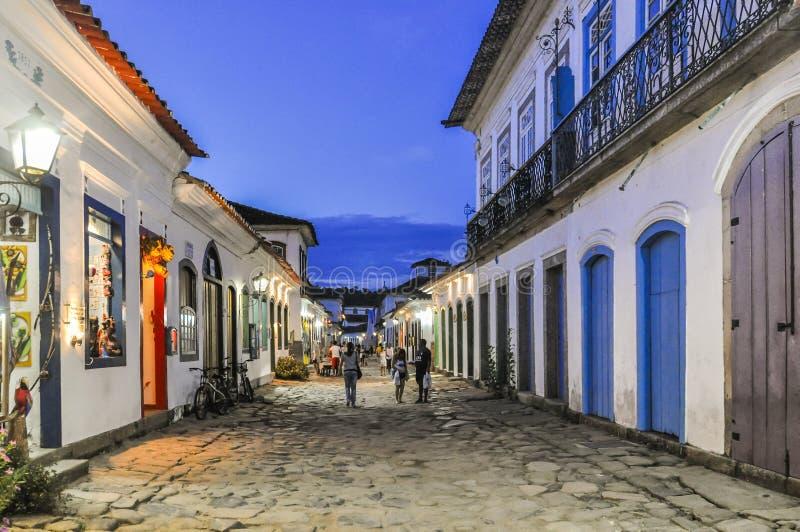 Взгляд улицы в колониальном городке Paraty, Бразилии стоковое изображение