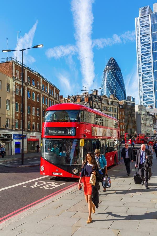 Взгляд улицы на Bishopsgate в городе Лондона, Лондона, Великобритании стоковое фото rf