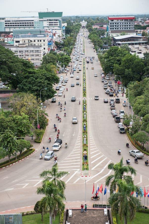 Взгляд улицы от Patuxai стоковые фото